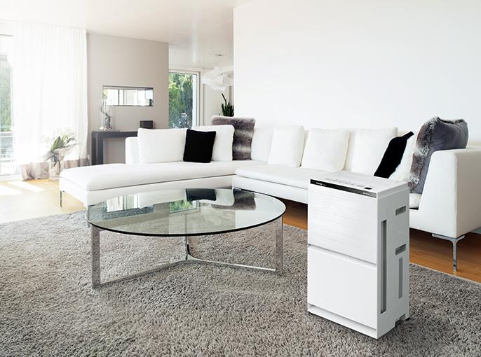 白を基調とした部屋に設置された空気清浄機の画像です。