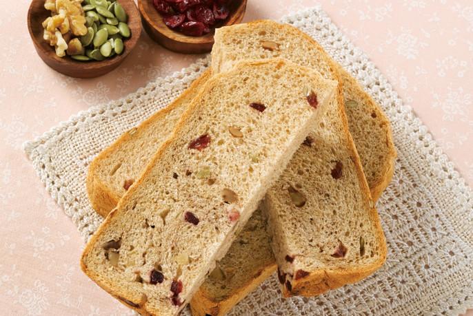 レーズンやナッツを自動で投入「具入りパン」