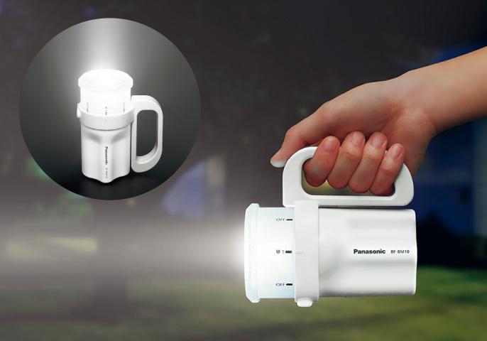 「電池がどれでもライト BF-BM10」の点灯写真