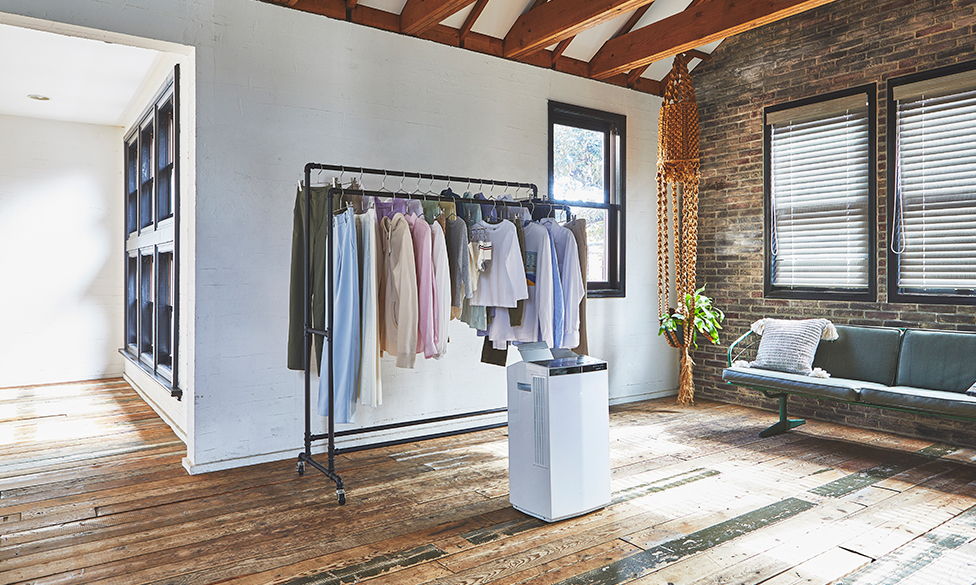 衣類乾燥除湿機が部屋に設置されている写真です