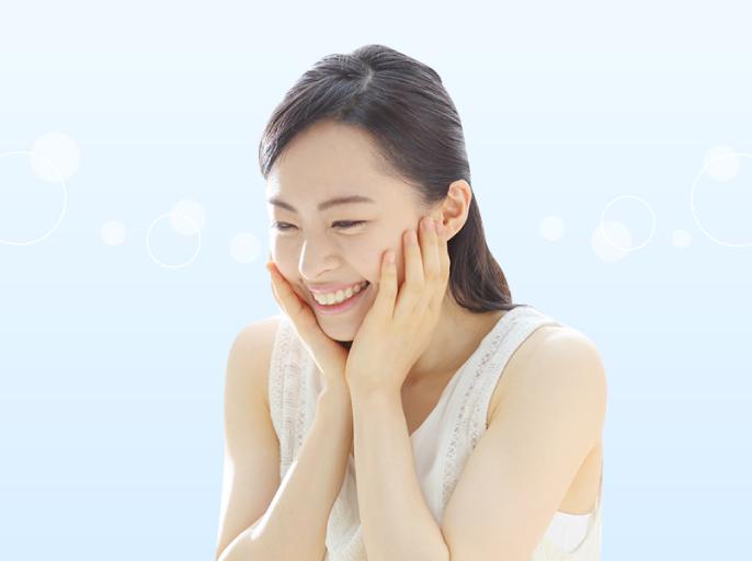 女性が手で頬を触る「のど・肌モード」のイメージ画像です。