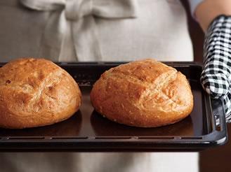 やきたてのパンの写真。オーブン機能の特長ページにリンクします。