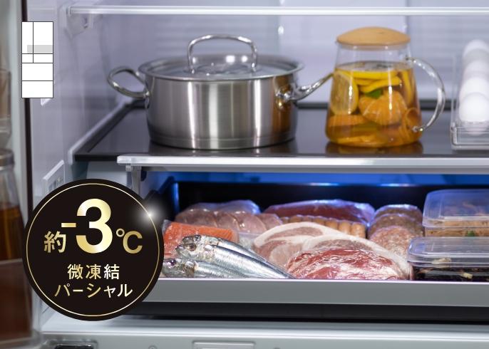 パーシャル室に肉や魚が保存されている画像です。約-3℃微凍結パーシャルのロゴマークがあります。クリックすると詳細ページに移動します。