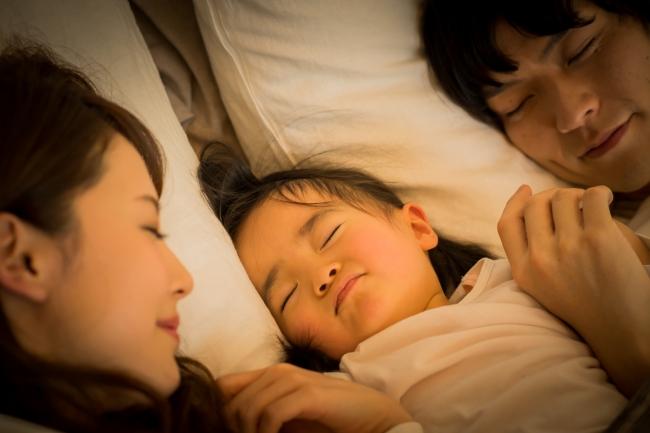 """<子育て世帯における冬場の生活実態調査>子育て世帯の母親のうち6割が「湯冷めママ」!?""""体の冷え""""が「快眠」の妨げに……"""