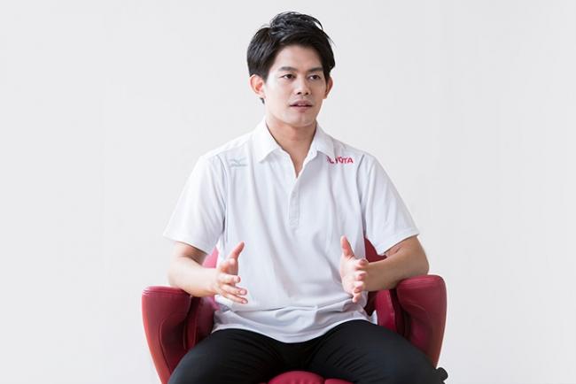 小塚崇彦さんが、パナソニックの「コアトレチェア」を半年間トレーニング!注目のフィギュアスケートと体幹の意外な関係とは?