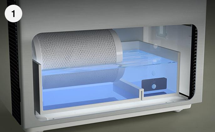 塩タブレットを水道水に投入している画像です。